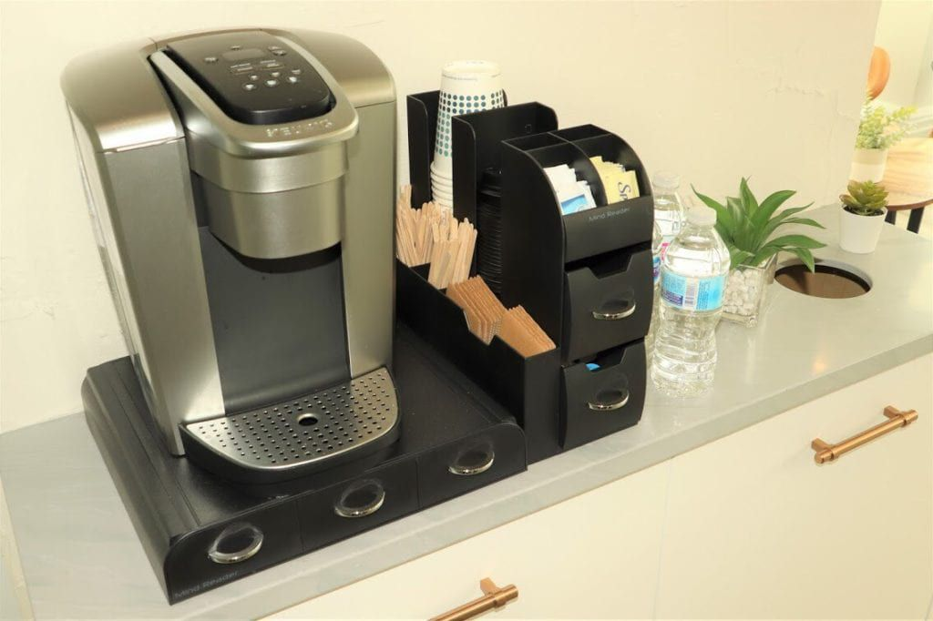 Amenities include free coffee at the beverage bar